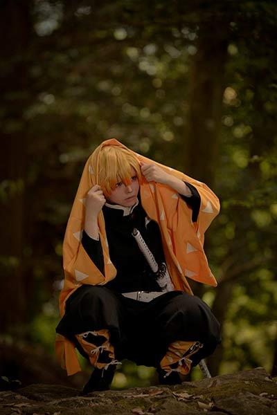 cosplay de zenitsu kimetsu no yaiba