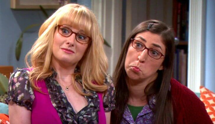 Bernadette e Amy, respectivamente.