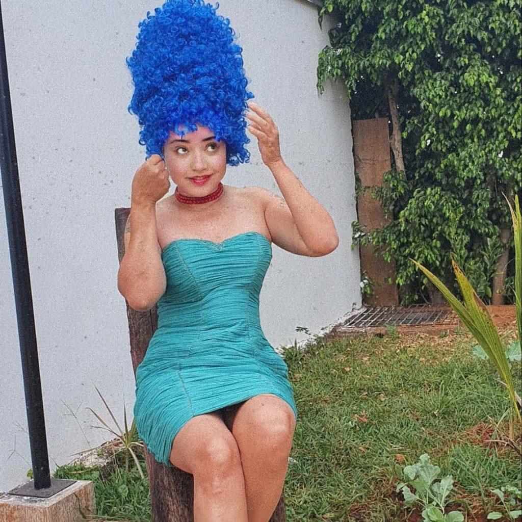 Maria Helena com o cosplay de Marge Simpson