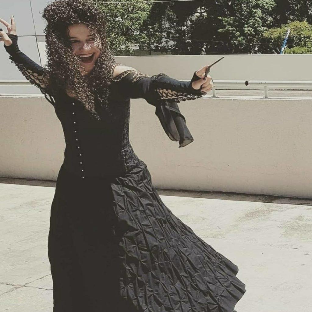 Maria Helena com o cosplay de Belatriz de Harry Potter